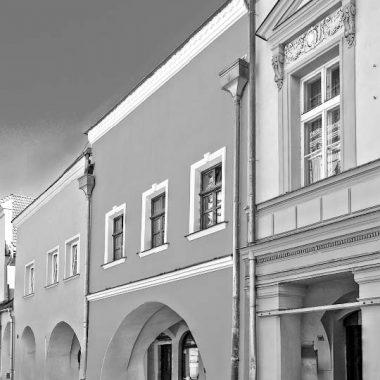 Sídlo knihovny v letech 1981 - 1991 bylo v Zámecké ulici č. p. 102.