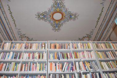 Knihovnu již zdobí zrestaurovaný strop